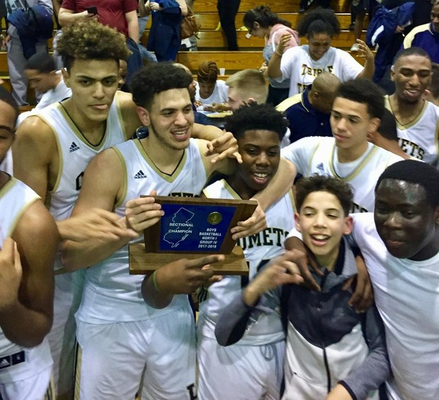 HHS Boys Basketball Wins Section 1, Group 4 Title