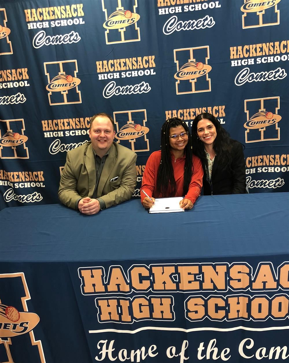 HHS Senior Najerrei Thompson Signs Letter of Intent